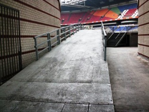 Access to wheelchair user seats