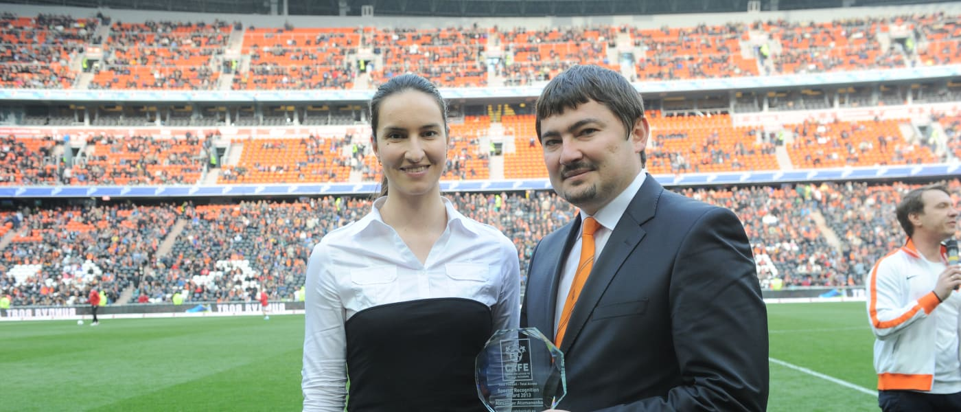 Alexandr Atamanenko being presented with the award by CAFE