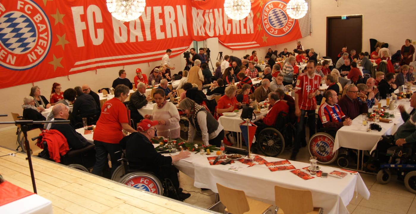 Bayern Munich manager attends Disabled Supporters Association's Christmas party